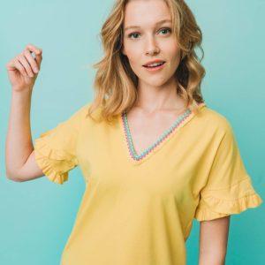 Camiseta amarilla pico
