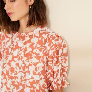 Blusa naranja estampado flores