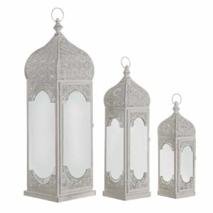 Farola metal árabe blanco desgastado