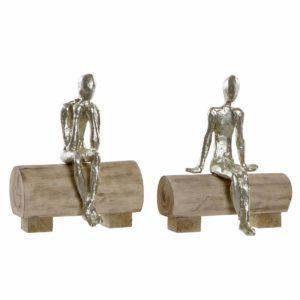 Figura persona sentada en madera